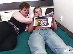 Moeder krijgt gevangen hem en hij revange met kont neuken en Cumshots In t gezicht