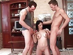 Amateur grote boobed milf harde sodomized in trio