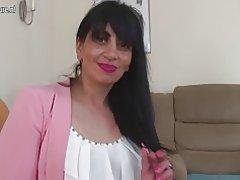 Arabische rijpe moeder uit het Verenigd Koninkrijk met hongerige vagina