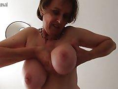 Amateur Britse volwassen vrouw met unshaved kut en ronde