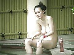 Japaness moeder met saggy boobs harige kut