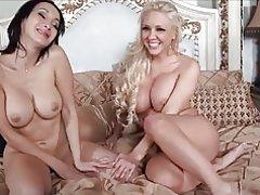 2 mooie dames lesbiennes met grote tieten. m. k.