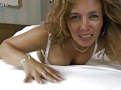 Latina moeder met hongerige vagina