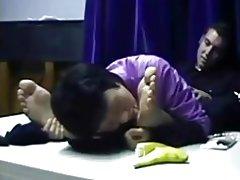Chinese milf aanbidt mannelijke voeten