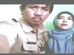 Indonesisch-verloskundige gesluierd