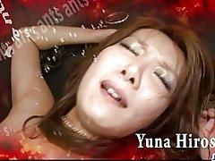 Roodharige Aziatische chick yuna hirose kokhalzen van een kloppende pik en