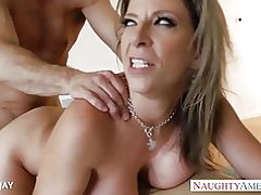 Rondborstige milf sara jay gets facialized