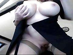 Brunette webcam grote mezen teaser