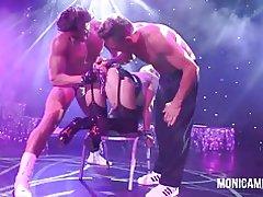 Norsk - monicamilf op het podium van sexhibition in Noorwegen